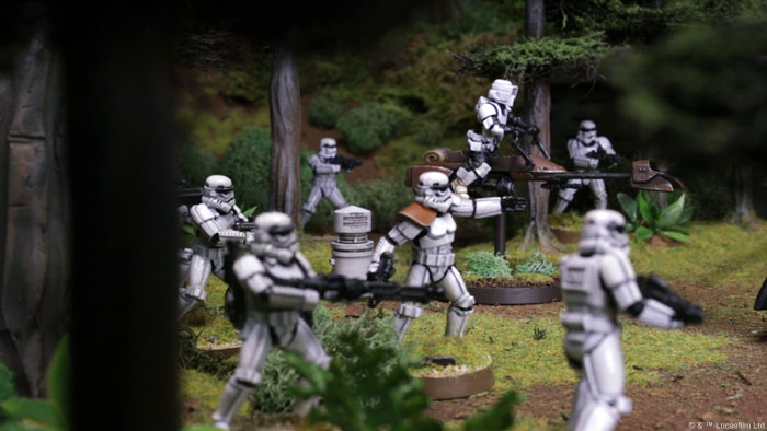 swl01_photo_stormtrooper-squad2.jpg